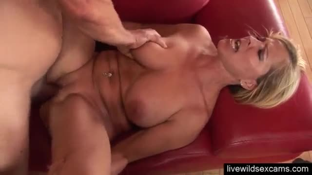 Sweet girl rio lee knows how to please a man