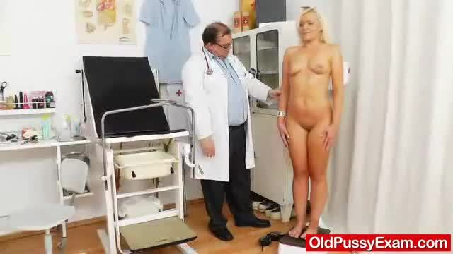 Awesome blondhaired gets a ripe gyno