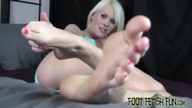 Big butt whore treats big cock with foot job and jerking before hardcore pounding